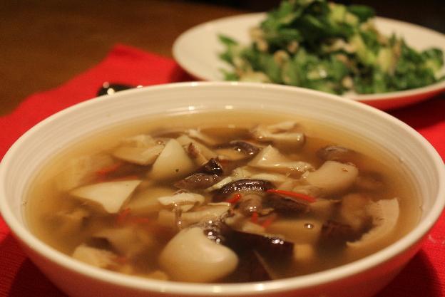 Hríbová polievka s hlivou