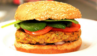 hamburger-s-cícerom-a-kukuricou